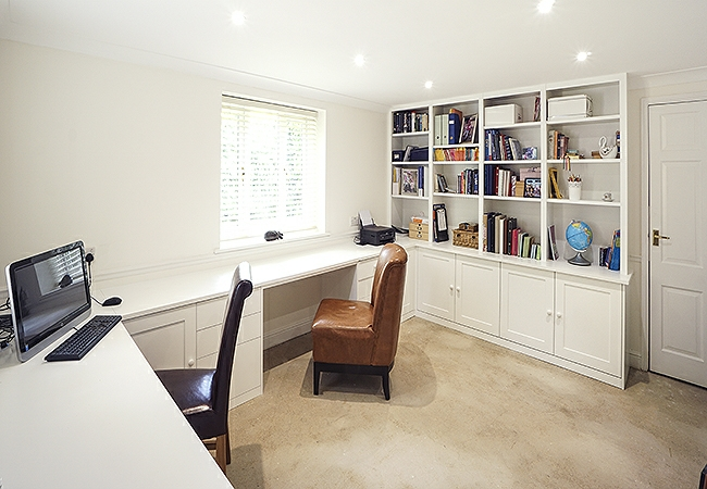 Spacious Open Plan Fitted Office In Shaker Design