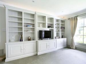 fitted living room furniture