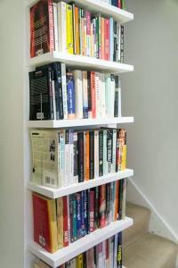 Contemporary modern built in book shelves 2