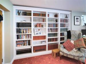 builti n bookcases floor to ceiling