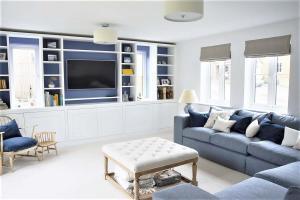Modern living room furniture media unit with