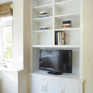 Alcove unit with 3 doors