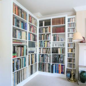 Bespoke Library shelving fitted in to a corner of a living room