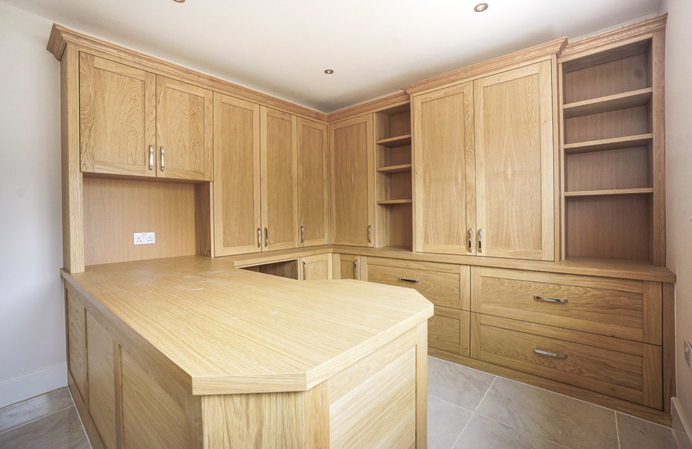 Fitted home office in Beaconsfield