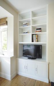 Made in Oxford 3 door alcove cupboard TV unit
