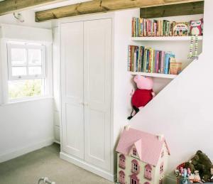Childerens-shaker-bedroom-Wardrobe