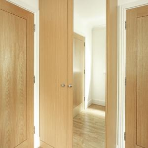 Fitted wardrobe with mirror door