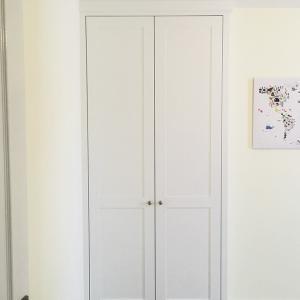 Plain shaker wardrobe in alcove