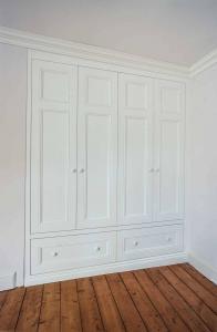 Victorian-period-wardrobe-in-an-Alcove