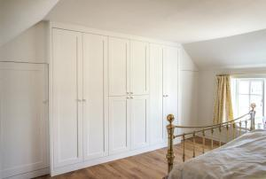 Wardrobe-with-shaker-doors