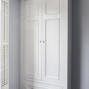 alcove wardrobe built in to bedroom