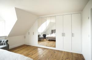 modern wall to wall fitted wardrobe wit mirrors