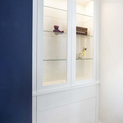 Alcove display cupboard with glass doors