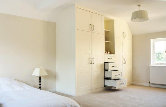 Shaker style built in bedroom wardrobes