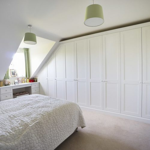 modern fitted wall to wall wardrobe & fitted bedroom