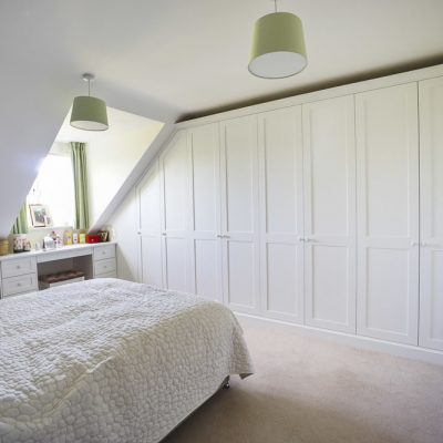 modern fited wall to wall wardrobe & fitted shaker bedroom